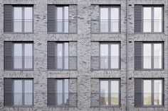 Has HawkinsBrown& St John& Hill created a new London vernacular? Brick Architecture, Residential Architecture, Architecture Details, Architecture Definition, Brick Masonry, Brick Facade, Building Exterior, Building Facade, B720