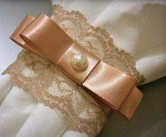Confira os diversos tipos de porta guardanapo para casamento A decoração de um casamento não é feita apenas pelas flores, toalhas de mesa e itens como a prataria que chamam a atenção em um primeiro momento. Tudo deve conversar entre si, desde os detalhes pequenos até os principais. O porta guardanapo é um dos objetos …