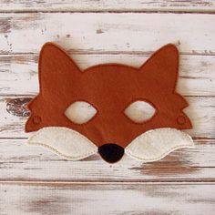 Das Ach so niedlichen Kinder Fuchs Maske ideal für Halloween, Kostüm Parteien oder jeden Tag verkleiden! Lassen Sie Ihre kleinen Fantasie freien Lauf, als sie sich als ein liebenswert Fuchs verkleiden. Rollenspiel ist eines der besten Teile der Kindheit und jetzt können Sie eine lebhafte Phantasie mit dieser handgefertigten Maske ermutigen!  Dieser Fuchs fühlte Maske ist auch perfekt für einen Wald Tier Motto-Parties. Kaufen Sie mehr als eine, so die Freunde deines Kindes zu verkleiden…