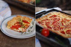 Оригинал взят у my_happyfood в Сырный пирог с томатами Этот пирог очень простой - но очень вкусный. Хрустящее сырное тесто и нежная сырная начинка с ароматом трав и…