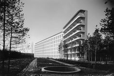 Alvar Aalto's Paimio Sanatorium combines a functionalist aesthetic with an empathic approach to the use of interior and exterior spaces