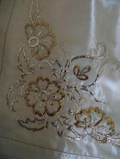 Sarma bohca kenari Zardosi Embroidery, Embroidery Motifs, Embroidery Needles, Embroidery Fabric, White Embroidery, Machine Embroidery, Embroidery Designs, Wedding Embroidery, Couture Embroidery