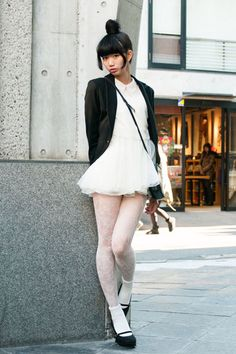 Cute, young and sexy Japanese Street Fashion, Asian Fashion, Girl Fashion, Culture Clothing, Girls In Mini Skirts, Poses References, Japan Girl, Asia Girl, Female Poses