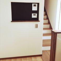 zuyoさんの、新築,建築中,LIXIL,マグネットクロス,黒板塗料,Dフロア チェリー,階段,CF タイル風,給湯器リモコン,キッチン横階段,キッチン,のお部屋写真