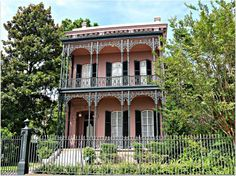 Garden District Home on 1331 First Street in New Orleans Exterior Color Palette, Exterior Colors, New Orleans Garden District, New Orleans Architecture, New Orleans French Quarter, New Orleans Homes, Street House, Next At Home, Condominium