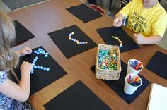 What different patterns can you make? Mathematical Intention: creating repeating patterns using elements. Reggio inspired approach to math- provocation at Mathematics and Science in School District (Richmond) ≈≈ Play Based Learning, Early Learning, Reggio Emilia, Preschool Math, Math Activities, Full Day Kindergarten, Kindergarten Counting, Maths Area, Math Patterns