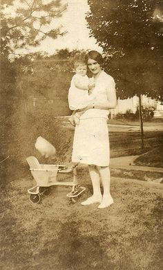 Woman and Baby with Ghost(s) Can  you explain what that is over the baby seat? I cannot make it out. Miniature storm cloud? Horrible udder-shaped balloon? Paranormal Activity Real, Scary Places, Haunted Places, Creepy Things, Creepy Stories, Ghost Stories, Ghost Pictures, Ghost Pics, Real Hauntings