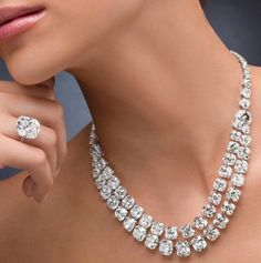 Ronaldabram...Beautiful diamond necklace and ring.