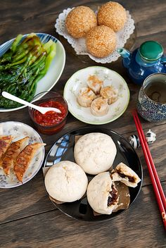 Chinese Breakfast - Barbecue Pork Buns (Char Siu Bao) of Dim Sum Char Siu Bao Recipe, Cha Recipe, Chinese Bbq Pork, Asian Recipes, Asian Foods, Authentic Chinese Recipes, Pork Buns, Food Obsession, Fabulous Foods