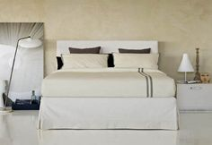 "A bedroom that is deliciously elegant, sumptuous, And it makes the other rooms look dowdy… // Una camera da letto così elegante, preziosa, Non può che far sfigurare le altre stanze… (Double Bed / Letto matrimoniale ""Plaza"" by Flou) #Beds #Bedroom #Letto #InteriorDesign #HomeDecor #Design #Arredamento #Furnishings #wedding #weddings #thalamus #matrimonio #Style #modernwedding #Marriage #weddingphotography #weddingphotographer"