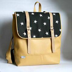 4266c753f5f Batohy - Batoh žlto čierny (hviezdičkový)