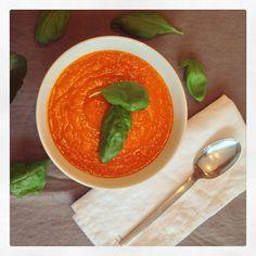 Sopa de tomate y albahaca, podrás encontrar la receta muy pronto en www.mariaskitchen.es