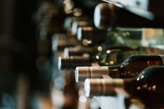 7 of the Best Wine Shops in Chicago | UrbanMatter Best Wine To Drink, Wine Drinks, Pinot Noir, Vino Chardonnay, Best Wine Coolers, English Wine, Wine Images, Pouring Wine, Wine News