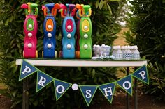 Cute golf clubs for little party guests #golf #birthday