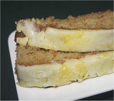 Summertime Banana Cake with Orange Icing Recipe. Is erg lekker, maar ook erg veel. Helft van het recept kan prima gemaakt worden in een cakevorm of 20 x 20 cm bakvorm of schaal.