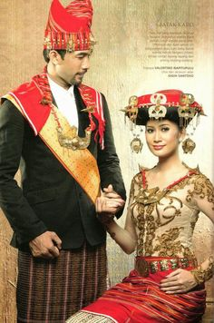 Futari Love World: Pernikahan Adat Batak (II) Traditional Wedding Dresses, Traditional Outfits, Indonesian Wedding, Foto Wedding, Costumes Around The World, Wedding Costumes, Ethnic Dress, Wedding Attire, Adult Costumes