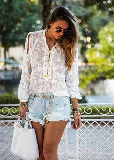 Look com shorts jeans claro Slimming World, Look Con Short, Shorts Jeans, Denim Jeans, Womens Fashion For Work, Look Chic, Skinny, Short Outfits, Summer Looks