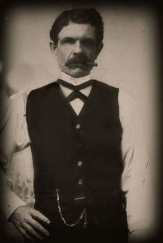Incredibly rare and authenticated picture of John H. (Doc) Holliday that has been cleaned up quite a bit. Us History, American History, Vintage Photographs, Vintage Photos, Wild West Outlaws, Westerns, Old West Photos, Doc Holliday, American Frontier