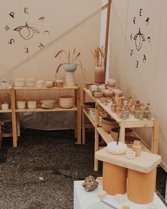 Craft Show Booths, Craft Booth Displays, Booth Decor, Display Ideas, Market Stall Display, Farmers Market Display, Market Table, Pottery Booth Display, Craft Fair Table
