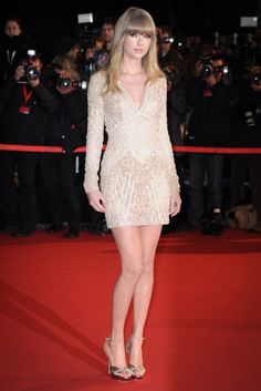 Awkward: Taylor Swift and Harry Styles both attend NRJ Awards in Cannes Taylor Swift Legs, Estilo Taylor Swift, Taylor Swift Facts, Taylor Swift Pictures, Taylor Alison Swift, Girls In Mini Skirts, Red Taylor, Celebs, Celebrities