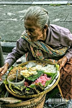 Embah Penjual Jajanan Tradisional