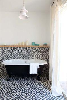 carreaux de ciment salle de bain baignoir