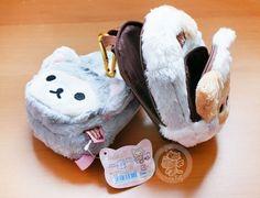 Un porte-appareil+porte-monnaie Rilakkuma en peluche très kawaii,original et très douce~~^o^  C'est la collection officiel pour fin d'année 2014 de San-X pour les fêtes !!(♡^x^♡)  **Article San-X authentique, importé du Japon~  -boutique kawaii en ligne / online kawaii shop www.chezfee.com