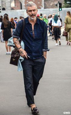 Hipster mann, older mens fashion, casual wear for men, men style Older Mens Fashion, Old Man Fashion, Casual Fashion For Men Over 50, Asian Men Fashion, Fashion Moda, Fashion Trends, Petite Fashion, Boho Fashion, Fashion Tips