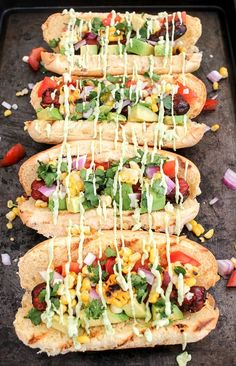 These Tex Mex hot dogs are loaded with toppings like corn, avocadoes and tomatoes and are grilled to perfection! Hot Dog Recipes, Gourmet Recipes, Mexican Food Recipes, Food Truck, Hot Dog Sauce, Gourmet Hot Dogs, Beef Hot Dogs, Hot Dog Bar, Tex Mex