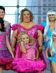 "Toddlers & Tiaras' Alana ""Honey Boo Boo Child"" Thompson and her mom, June Shannon.......soooo scarryyy"