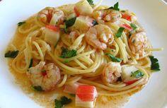 Esparguete com camarões e delícias do mar
