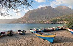 """Résultat de recherche d'images pour """"cabo verde ilha de santiago"""" Resorts, Cape Verde, Trip Planning, Sun Lounger, Places Ive Been, Sailing, Beach, Water, Outdoor Decor"""