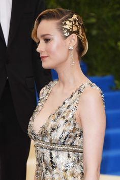 Gorgeous gold foil on Brie Larson's hair at the Met Gala 2017.