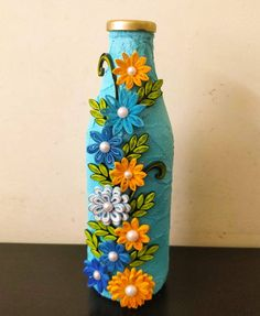 Bottle Art with Quilling. Painted Glass Bottles, Glass Bottle Crafts, Wine Bottle Art, Diy Bottle, Quilling Paper Craft, Quilling Designs, Paper Quilling, Paper Crafts, Diy Arts And Crafts
