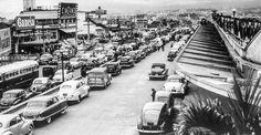 Movimento de carros na Avenida Rubem Berta, em frente ao terminal, em 1956: prédio tombado (Foto: Arquivo Estadão)