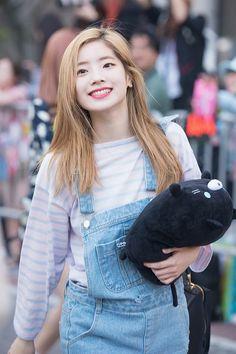Dahyun - Twice Kpop Girl Groups, Korean Girl Groups, Kpop Girls, Nayeon, K Pop, Mbti Type, Warner Music, Rapper, Twice Dahyun