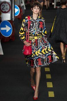 Sfilata Moschino Milano - Collezioni Primavera Estate 2016 - Vogue