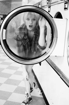 Photographer Melanie Rains captured model Ali Paterson in this cheeky coin laundry photo series. Pin Up Photography, Portrait Photography, Senior Pictures, Cool Pictures, My Beautiful Laundrette, Laundry Shoot, Coin Laundry, Foto Portrait, Female Portrait