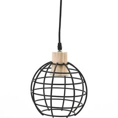 By-Boo Hanglamp Globe Klein  Description: De Hanglamp Globe Small is een lamp uit de collectie van het eigentijdse merk By-Boo. De lampekap is gemaakt van zwarte kunststof en heeft een ronde vorm. De fitting is gemaakt van een lichtkleurige houtsoort. De combinatie van hout en zwarte kunststof geeft de lamp een stoer industrieel uiterlijk en de lamp past daardoor in elk rustiek en modern interieur. De hanglamp Globe Small is zeer geschikt als lamp boven de eettafel of boven een salontafel…