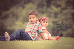 Sibling photography idea. Brother and sister photo idea