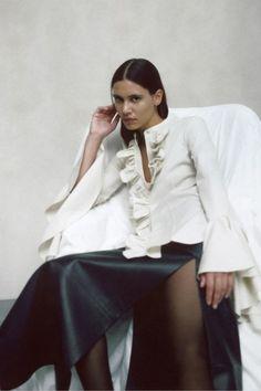 Khaite Pre-Fall 2020 Fashion Show Collection: See the complete Khaite Pre-Fall 2020 collection. Look 14 Victorian Blouse, Vogue Russia, Lookbook, Fashion Show Collection, Fashion Labels, Fashion Week, Fashion Trends, Womens Fashion, White Fashion