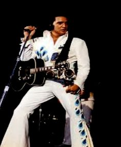 ELVIS LIVE ON STAGE IN 1974