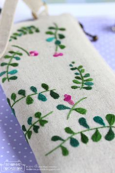 .❤ these embroidered tiny leaves and delicate flowers