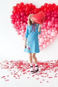 Did you ever see our Giant Balloon Number DIY? So, we've taken that idea and created a giant ombre heart for Valentine's Day! Take a look…   We've used a spectrum of red and pink balloons to easily cr
