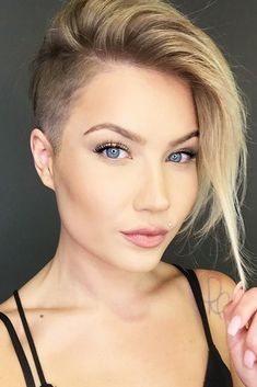 50 Latest Trendy Short Haircuts 2018 – 2019 – Short Hairstyles Source by best_hairstyles Shaved Side Haircut, Shaved Hair Cuts, Shaved Side Hairstyles, Half Shaved Hair, Bob Hairstyles, Bob With Shaved Side, Shaved Hair Women, Hairstyles Pictures, Pixie With Undercut Shaved Sides