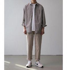 Mens Minimalist Fashion - My Minimalist Living Grunge Outfits, Mode Outfits, Korean Fashion Men, Japanese Street Fashion, Mens Fashion, Fashion Guide, Stil Inspiration, Mode Alternative, Men Jeans