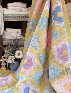 """VINTAGE 30s Blue Yellow Feedsack  Flower Garden QUILT 83x70"""" Cottage Sweet"""
