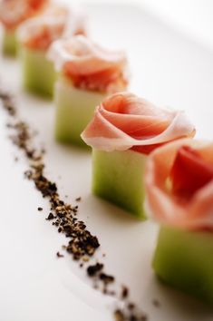 Prosciutto & Melon - interesting presentation - cut cantaloupe or honeydew into squares, hollow out w melon ball scoop. Place prosciutto rosette in each. Strawberry Cream Cakes, Fingerfood Party, Good Food, Yummy Food, Snacks, Appetisers, Food Presentation, Finger Foods, Appetizer Recipes