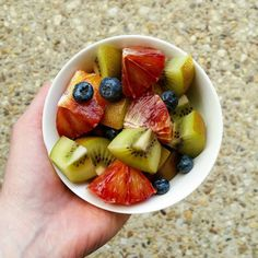 Fruit salad low FODMAP style  1. Keep the overall portion small between 100-150g works for most people. But if really sensitive you may need less. 2. Choose low FODMAP fruits thst ate in season  3. Stick to potion sizes of moderste FODMAP fruits e.g. 28g blueberries. 4. Enjoy! . . . . #lowFODMAP #lowFODMAPdiet #FODMAP #fodmapfriendly #glutenfree #wheatfree #dairyfree #lactosefree #fructosefriendly #lowfructose #guthealth #healthygut #IBS #digestiveheath #nutrition #nutritionist #goodfood…