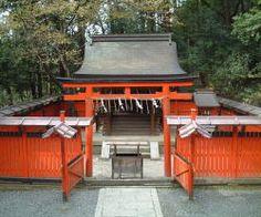 各社のご由緒と主な祭事-吉田神社  菓祖神社果物の祖と言われる橘を日本に持ち帰ったとされる田道間守命と、日本で初めて饅頭をつくったとされる林浄因命の2神を菓子の祖神として祀る社です。 京都を中心に多くの菓子業界の方々から信仰を集めております。 京都菓子業界の総意により菓祖神社創建奉賛会が結成され、昭和32年11月11日 兵庫県 中島神社、和歌山県 橘本神社、奈良県 林神社の祭神を鎮祭された社です。